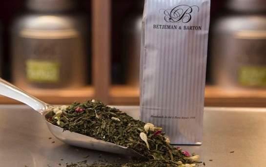 Thé froid de thé vert Les Invités