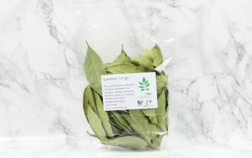 Dried noble bay leaves