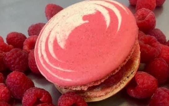 2 Macarons Xl Framboise Fait Maison Sans Gluten Et Sans Lactose