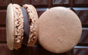 10 macarons 100% chocolat...