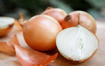 Organic white onions