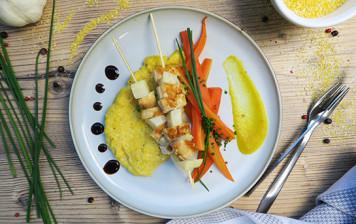 Brochette de poulet-céleri et polenta onctueuse